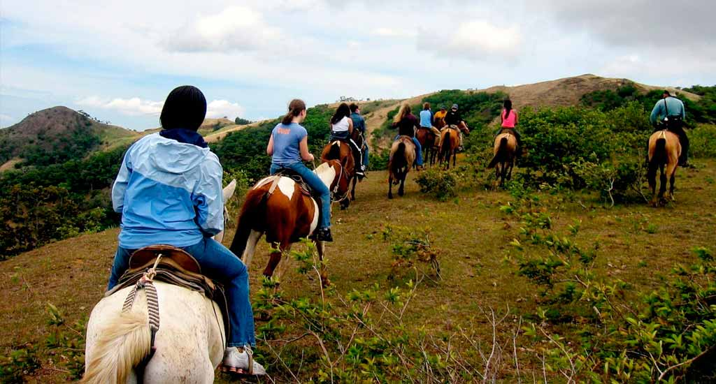 domiruthperutravel-itinerary-horses-riding
